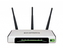 Router 4 port-uri wireless 300mb/s tp-link tl-wr940n, 3 antene fixe